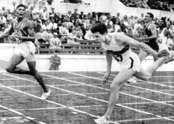 Milkha Singh at extreme right, narrowly misses the race